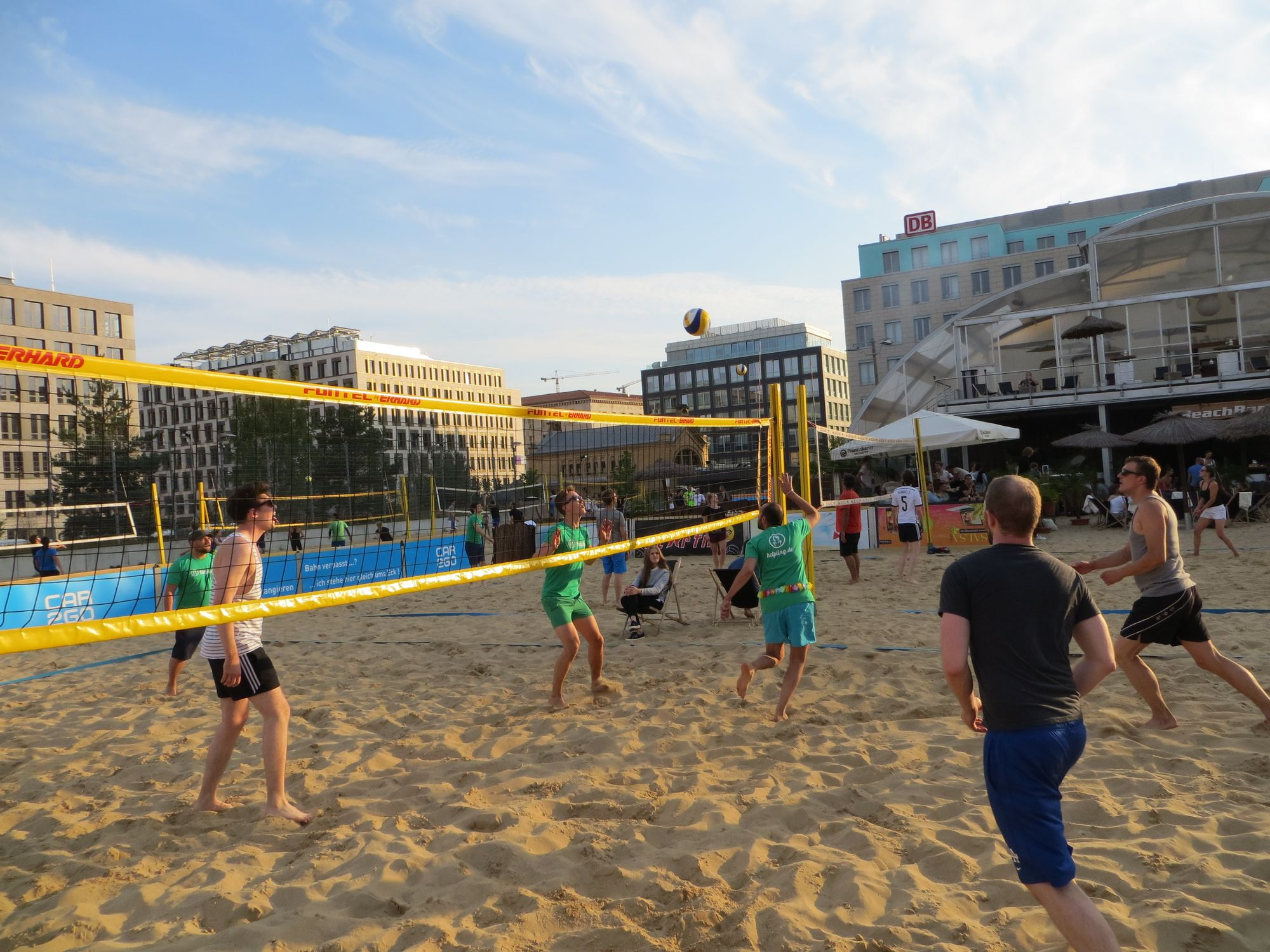 Strand, Volleyball & kühle Drinks – Die Helpling-Sommerparty